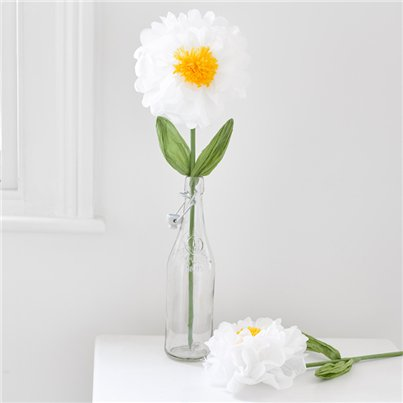Paper-daisy-flower-from-Cosmos-party-supplies
