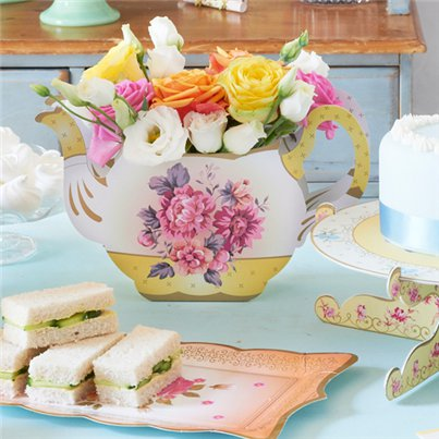 Floral-teapot-vase-from-Cosmos-party-boxes